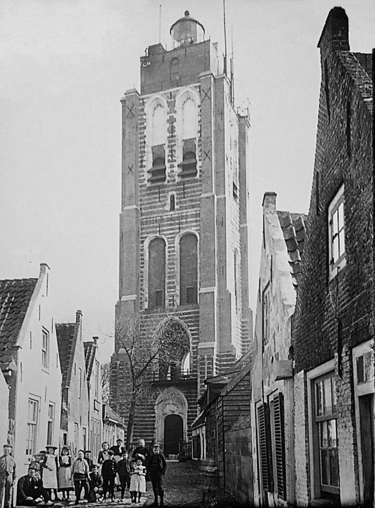 De kerktoren omstreeks 1900.